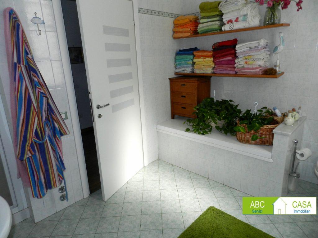 camera doppia-APPARTAMENTO INDIPENDENTE-in-vendita-zona mare Rosignano