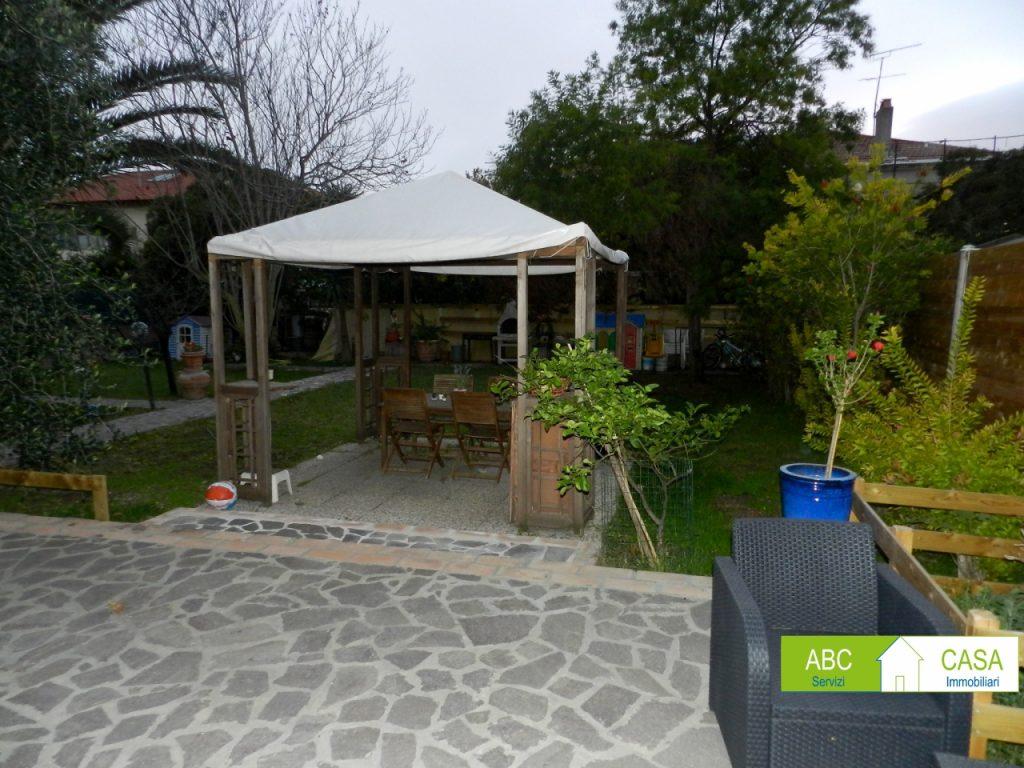 cucina-APPARTAMENTO INDIPENDENTE-in-vendita-zona mare Rosignano-R0940