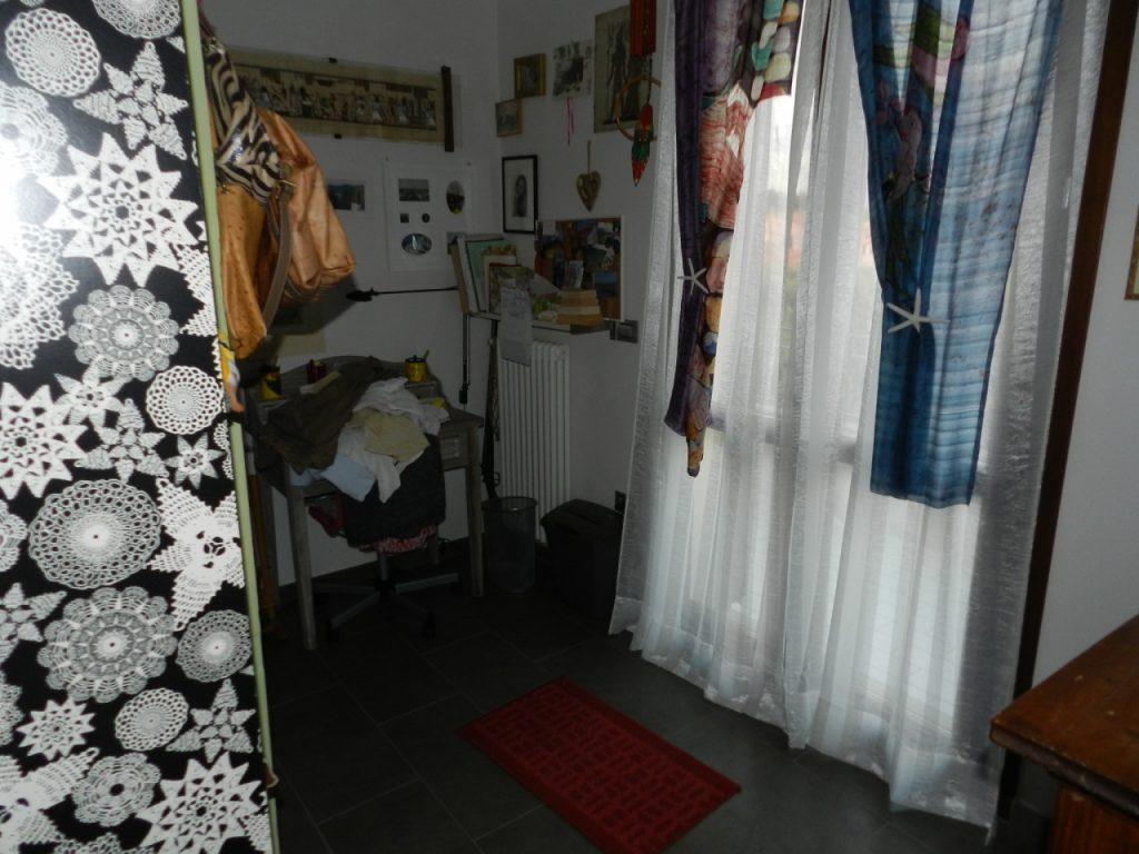 camera doppia-APPARTAMENTO-in-vendita-Rosignano Solvay-R0929