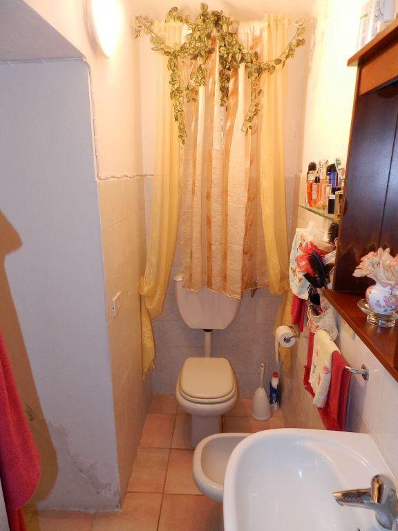ingresso-APPARTAMENTO INDIPENDENTE-in-vendita-Castelnuovo M.dia-R0600