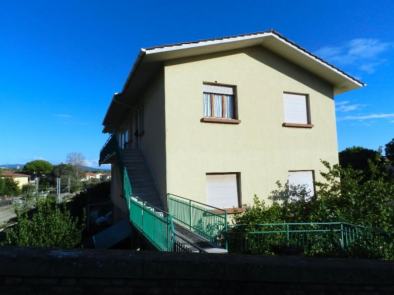 esterno-APPARTAMENTO-in-vendita-Castiglioncello-R0184