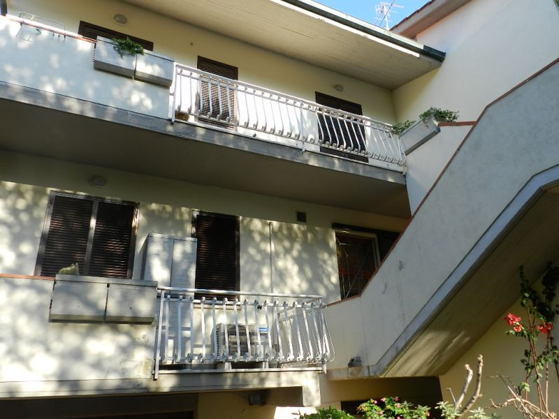 esterno-APPARTAMENTO INDIPENDENTE-in-vendita-Castiglioncello-R0157