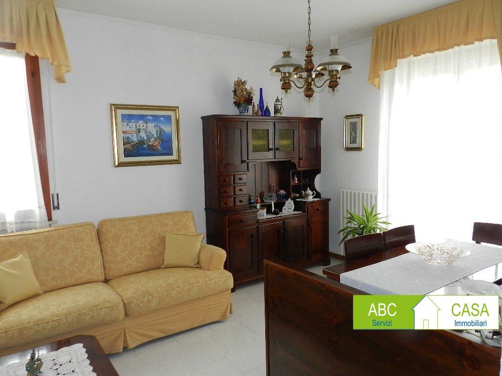ingresso-APPARTAMENTO INDIPENDENTE-in-vendita-Rosignano Solvay-R1092