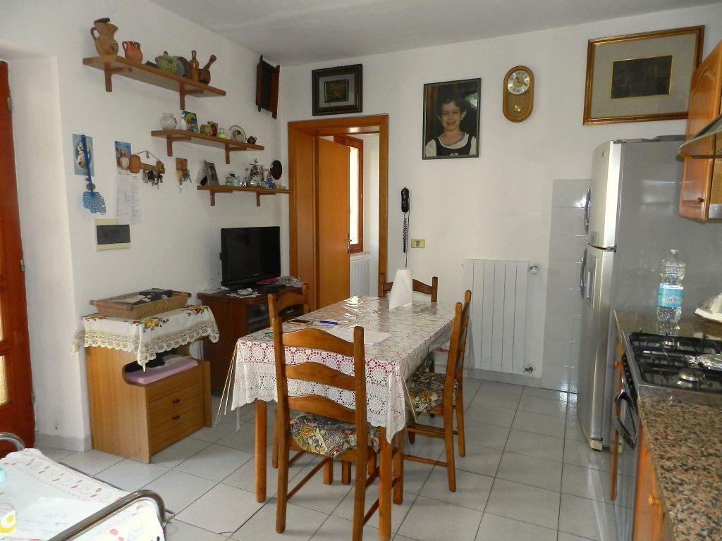 bagno-APPARTAMENTO INDIPENDENTE-in-vendita-Castelnuovo M.dia-R0795