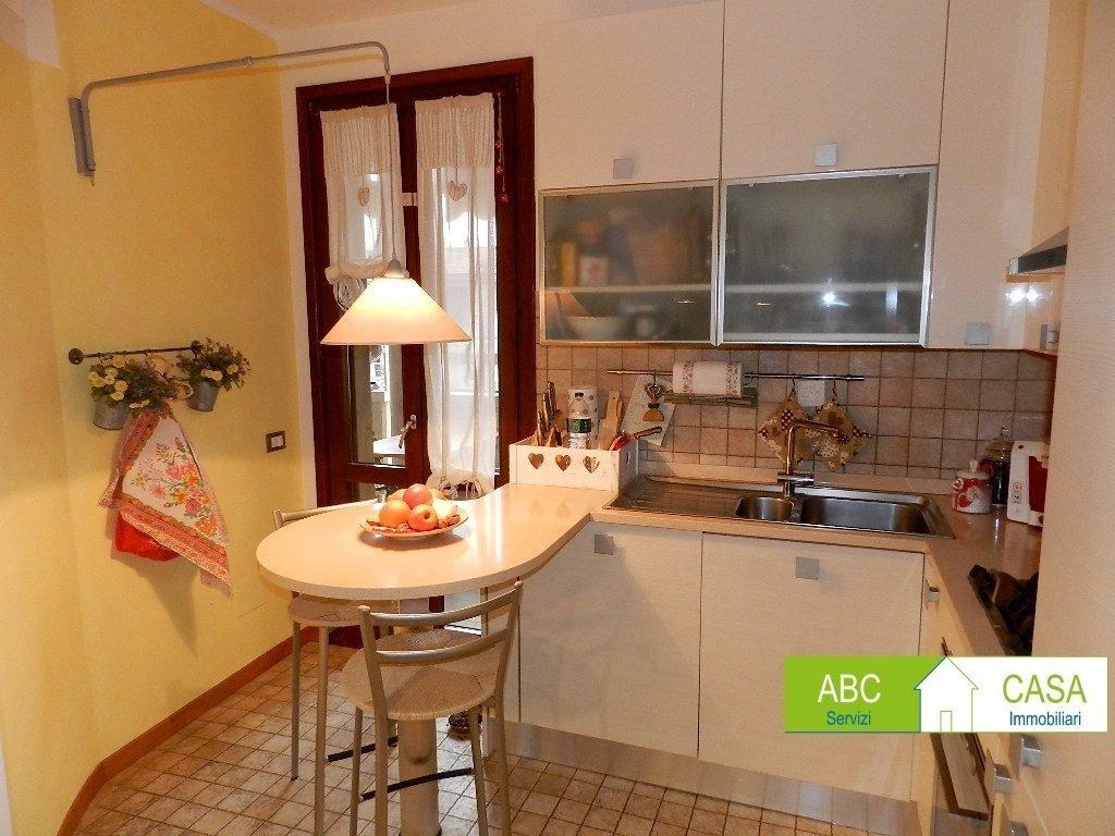camera doppia-APPARTAMENTO INDIPENDENTE-in-vendita-Vada-R1084