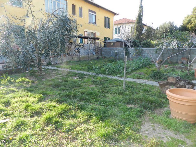 esterno-APPARTAMENTO INDIPENDENTE-in-vendita-zona mare Rosignano-R0495