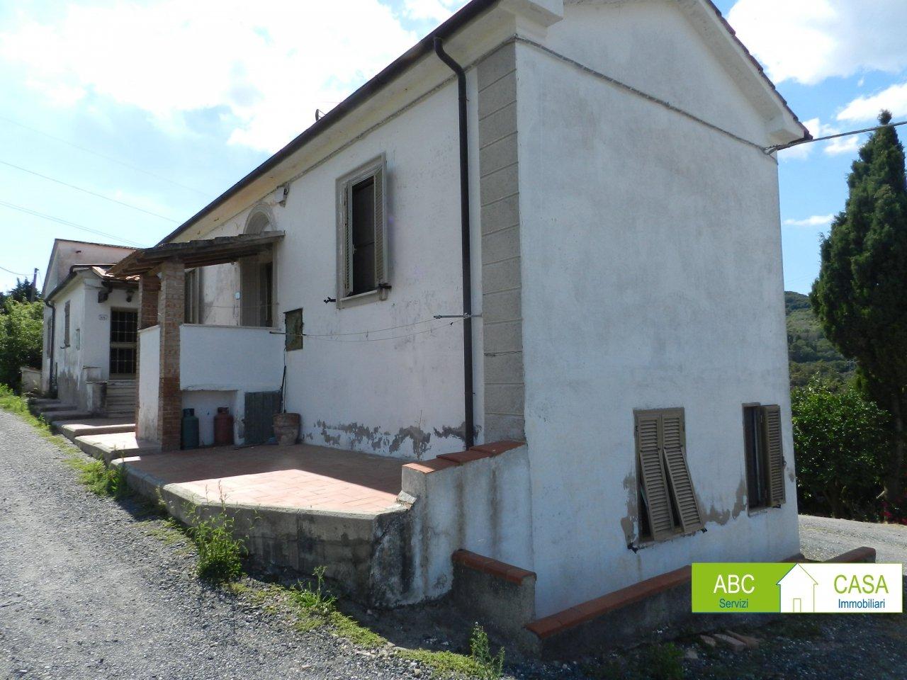 esterno-APPARTAMENTO INDIPENDENTE-in-vendita-Castelnuovo M.dia-R1002