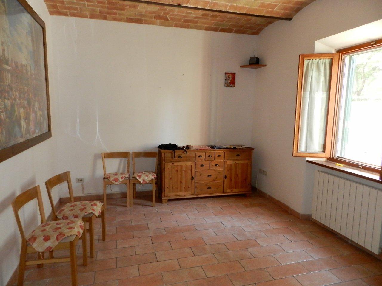esterno-APPARTAMENTO INDIPENDENTE-in-vendita-Castelnuovo M.dia-R0917