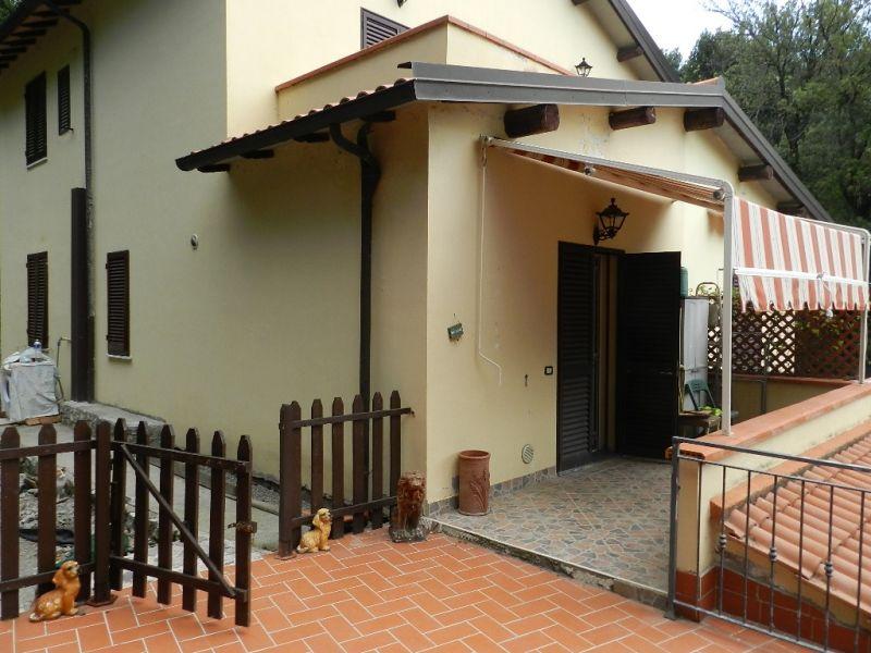 esterno-APPARTAMENTO INDIPENDENTE-in-vendita-Castellina M.ma