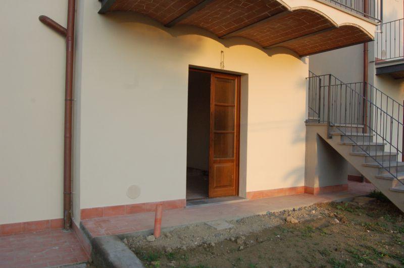 esterno-APPARTAMENTO INDIPENDENTE-in-vendita-Castellina M.ma-R0397