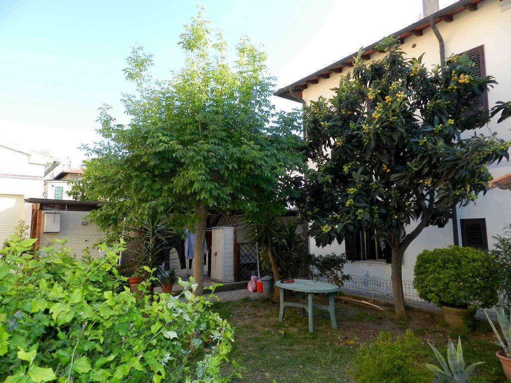 esterno-APPARTAMENTO INDIPENDENTE-in-vendita-zona mare Rosignano-R0698