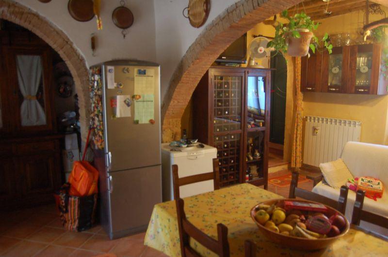 cucina-APPARTAMENTO INDIPENDENTE-in-vendita-Castelnuovo M.dia-R0178