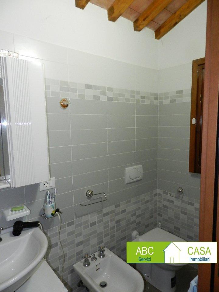 balcone-APPARTAMENTO INDIPENDENTE-in-vendita-Castelnuovo M.dia-R1098