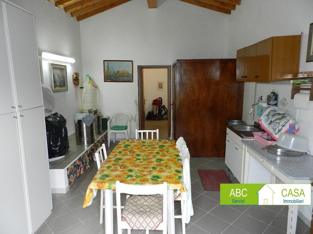 terrazza-APPARTAMENTO INDIPENDENTE-in-vendita-Castelnuovo M.dia-R1098
