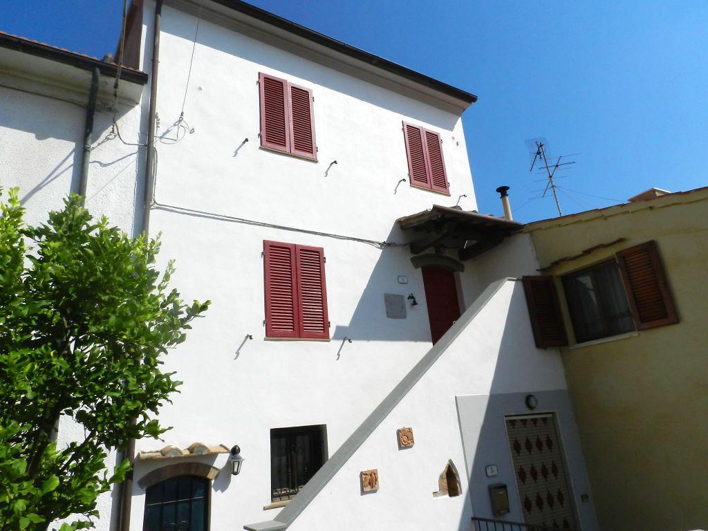 esterno-TERRATETTO-in-vendita-Castelnuovo M.dia-R0742