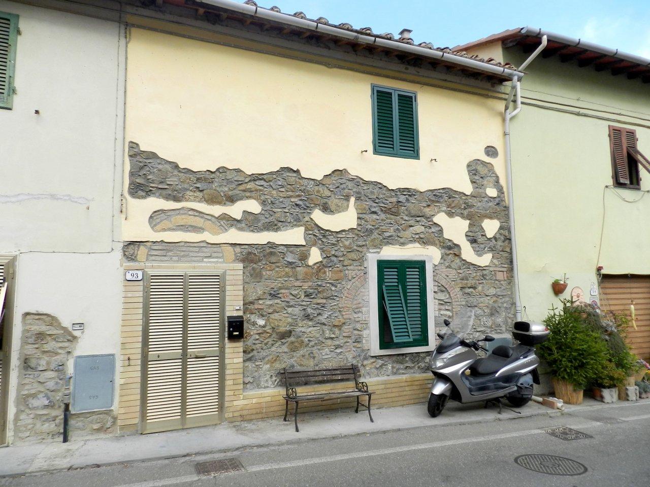 esterno-APPARTAMENTO INDIPENDENTE-in-vendita-Castelnuovo M.dia-R0925