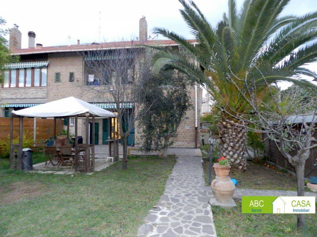 esterno-APPARTAMENTO INDIPENDENTE-in-vendita-zona mare Rosignano-R0940