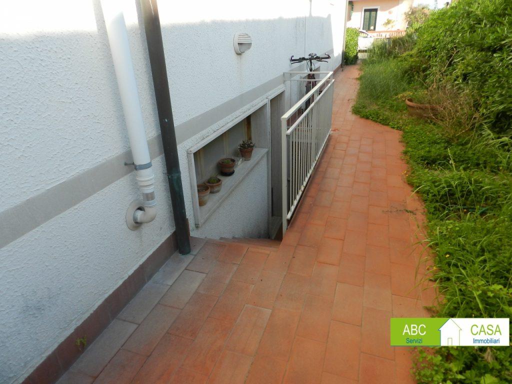 ingresso-APPARTAMENTO INDIPENDENTE-in-vendita-Rosignano Solvay-R0996