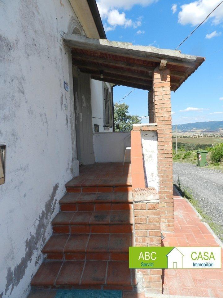 soggiorno-APPARTAMENTO INDIPENDENTE-in-vendita-Castelnuovo M.dia-R1002