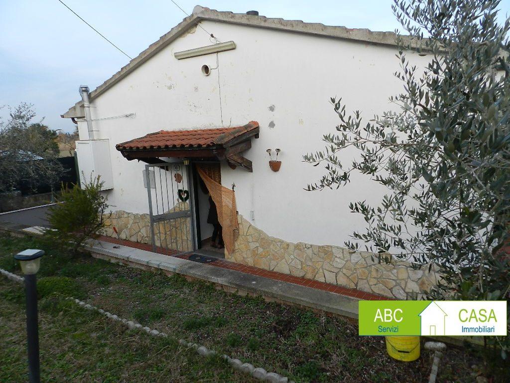 soggiorno-APPARTAMENTO INDIPENDENTE-in-vendita-Castelnuovo M.dia-R1098