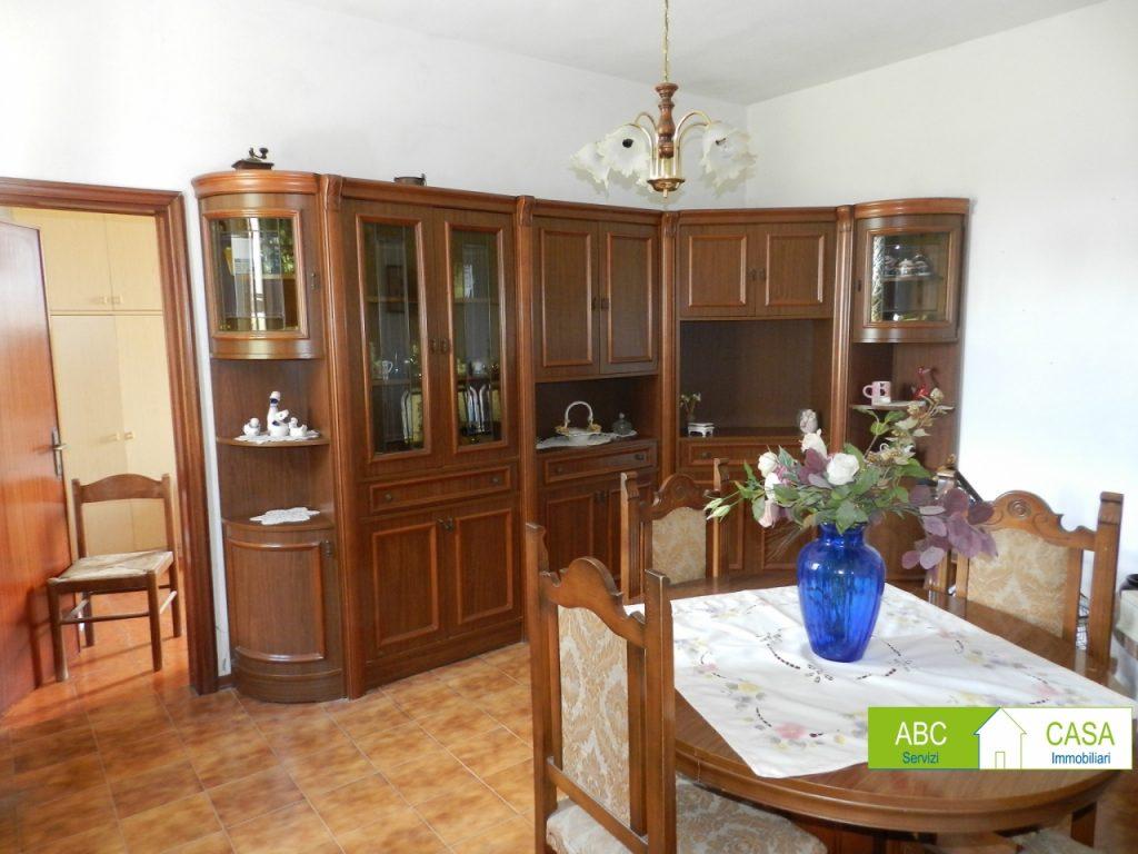 cucina-APPARTAMENTO INDIPENDENTE-in-vendita-Castelnuovo M.dia-R1002