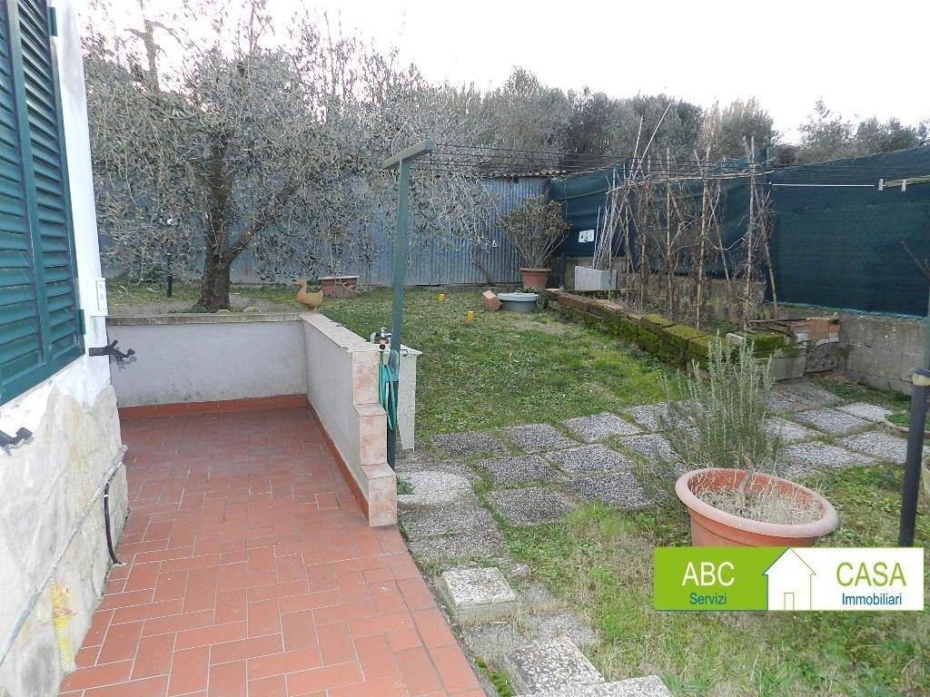 cucina-APPARTAMENTO INDIPENDENTE-in-vendita-Castelnuovo M.dia-R1098