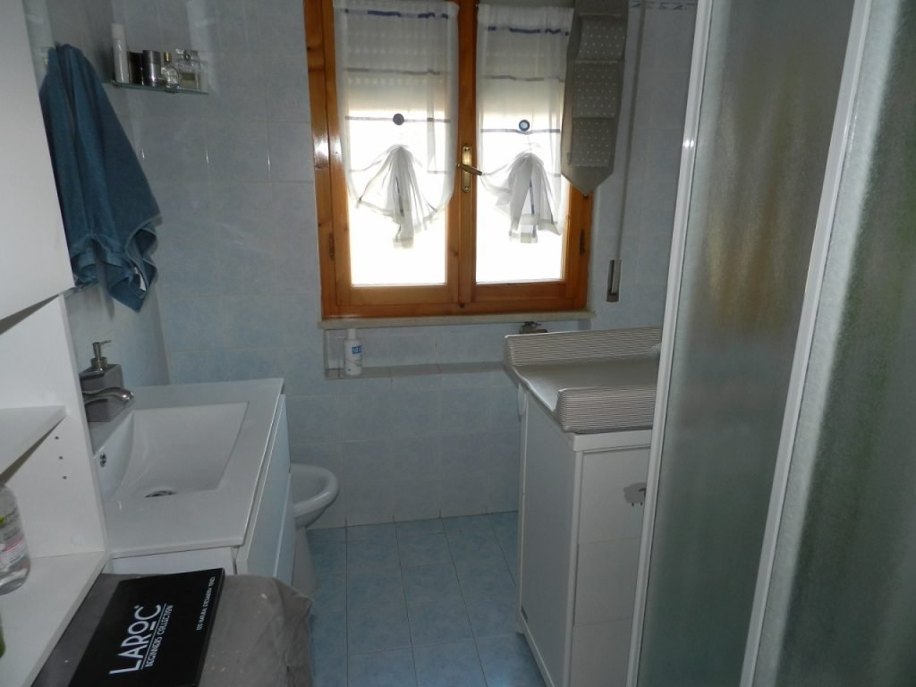camera doppia-APPARTAMENTO INDIPENDENTE-in-vendita-Rosignano Solvay-R0911