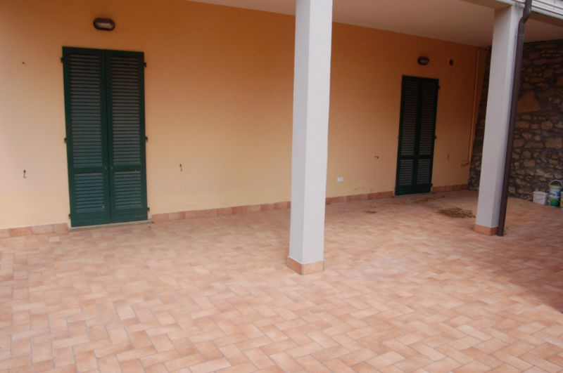esterno-APPARTAMENTO INDIPENDENTE-in-vendita-Montescudaio-C0194