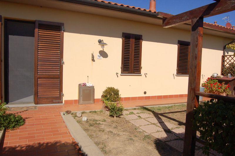 esterno-APPARTAMENTO INDIPENDENTE-in-vendita-Cecina-C0048