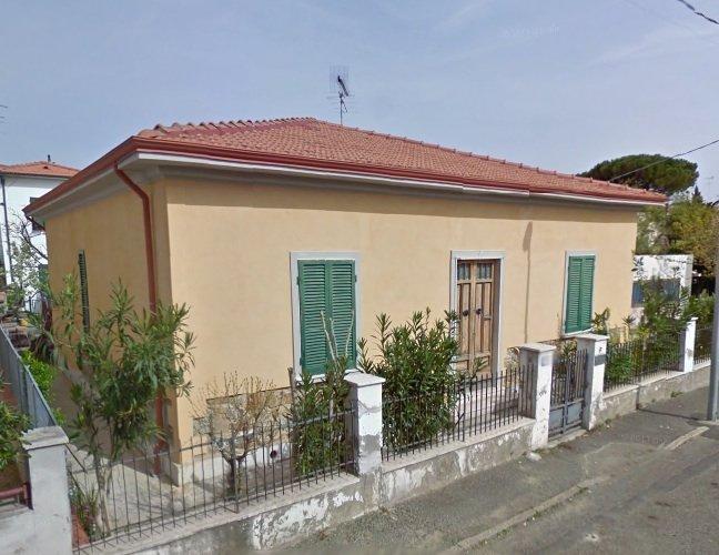 esterno-VILLINO-in-vendita-zona mare Rosignano
