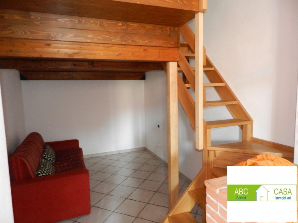 camera doppia-APPARTAMENTO INDIPENDENTE-in-vendita-Cecina-C0227