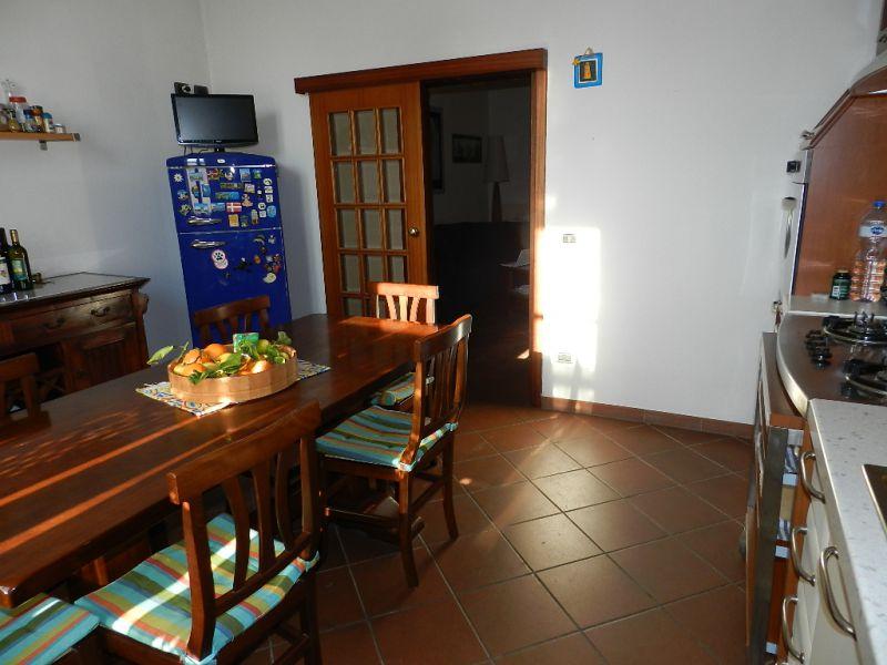 cucina-APPARTAMENTO INDIPENDENTE-in-vendita-zona mare Rosignano