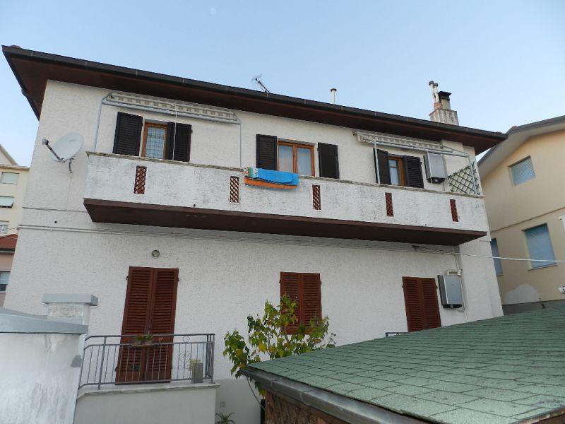 esterno-BIFAMILIARE-in-vendita-Rosignano Solvay