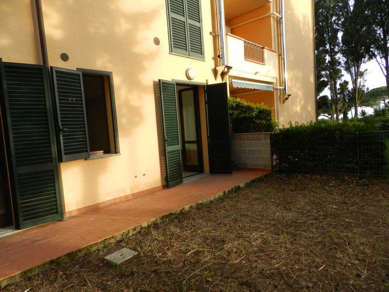 esterno-APPARTAMENTO INDIPENDENTE-in-vendita-Rosignano Solvay-R0535