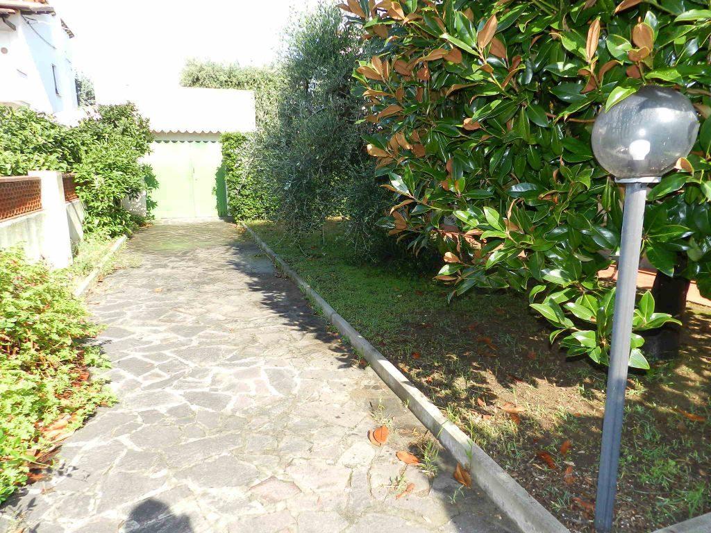 camera-APPARTAMENTO INDIPENDENTE-in-vendita-zona mare Rosignano-R0610