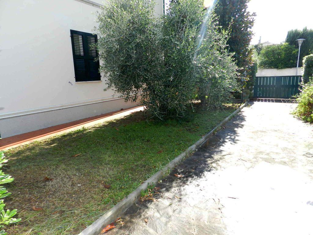 camera doppia-APPARTAMENTO INDIPENDENTE-in-vendita-zona mare Rosignano-R0610