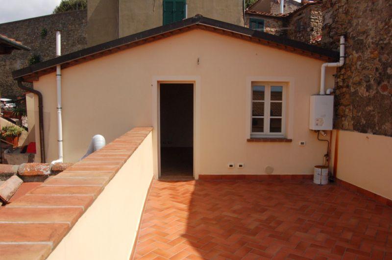 esterno-APPARTAMENTO INDIPENDENTE-in-vendita-Montescudaio-C0195