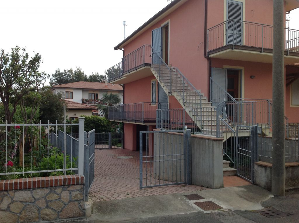 esterno-APPARTAMENTO INDIPENDENTE-in-vendita-Rosignano Solvay-R0603