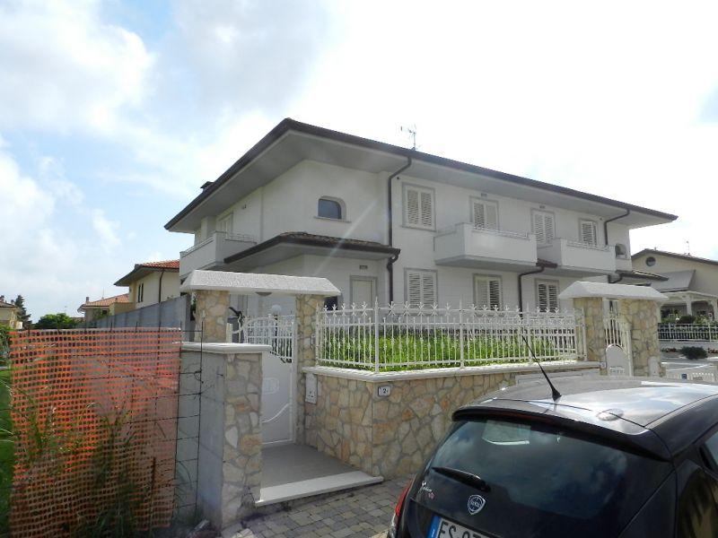 esterno-APPARTAMENTO INDIPENDENTE-in-vendita-Rosignano Solvay-R0381