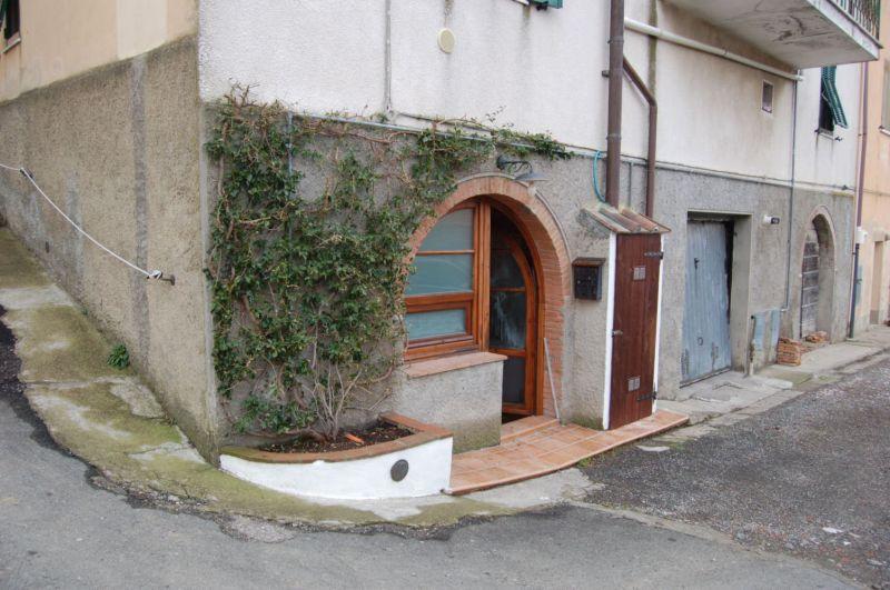 esterno-APPARTAMENTO INDIPENDENTE-in-vendita-Rosignano Marittimo-R0359